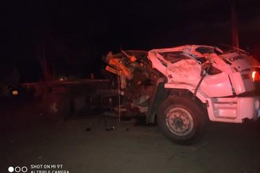 Uma pessoa morre e duas ficam gravemente feridas em acidente na PR-489