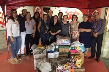 Acadêmicos da Unipar arrecadam tecidos e rendas para o projeto Arteiras do Bem