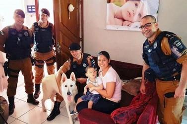 Canil da Polícia Militar de Umuarama visita o menino Davi Lucca