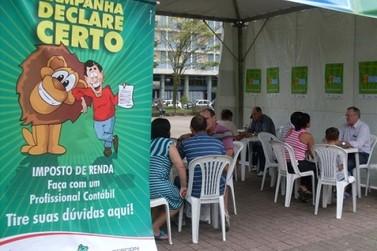 Contribuintes recebem orientação gratuita sobre Imposto de Renda em Umuarama