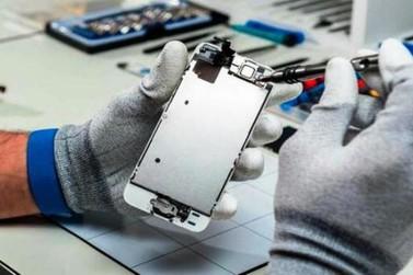 Curso ensina conserto e manutenção de smartphone em Umuarama