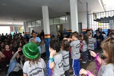 Escola Birigui promove bazar de roupas, doces e salgados