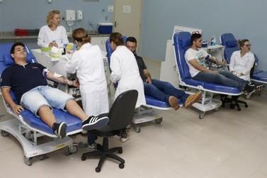 Estudantes da Unipar aderem à campanha e doam sangue