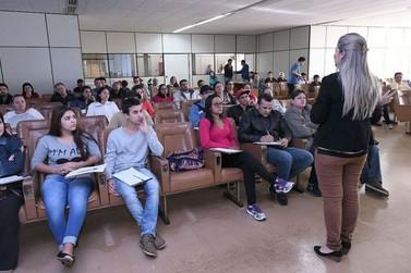 Lancheiros de Umuarama recebem orientações sobre manipulação de alimentos