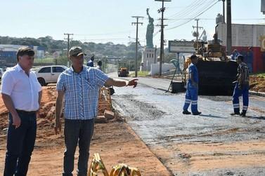 Marginal na PR-323 recebe asfalto; Parigot  de Souza terá mais um trecho recapeado