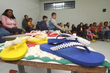 Moradores do Sonho Meu conseguem melhorar a renda com crochê e chinelos