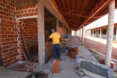 Obras na futura escola do Primeiro de Maio ganham ritmo
