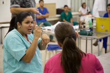 Portadores de deficiência contam como vivem a rotina acadêmica em Umuarama