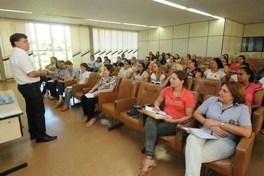 Prefeito pede superação durante reunião com diretores de escolas