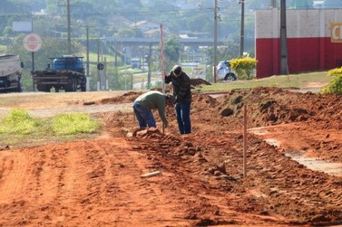 Prefeitura de Umuarama inicia pavimentação de trecho na marginal da PR-323