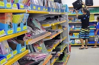 Procon Umuarama divulga lista de materiais que não podem ser pedidos pelas escolas