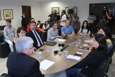 Professores do Paraná podem deflagrar greve a partir do próximo sábado