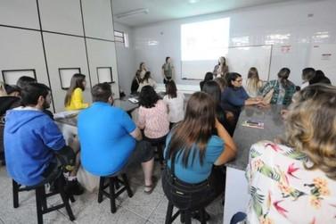 Profissionais de Umuarama são treinados para utilizar ervas medicinais