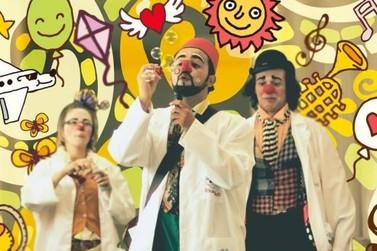 Risologistas trazem Parada Circense para distrito e praça de Umuarama
