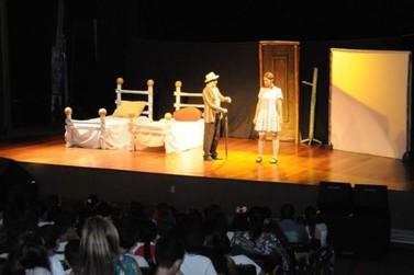 Teatro orienta crianças a identificar e denunciar abuso sexual em Umuarama