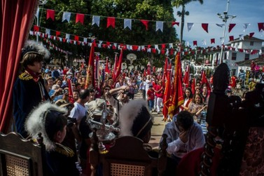 Tradicional Festa do Divino Espírito Santo é realizada em Paraty