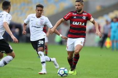 Flamengo bate Corinthians e dispara na liderança