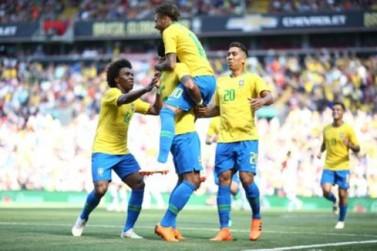 Neymar volta e comanda a vitória do Brasil