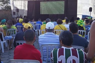 Telão para transmissão do jogo Brasil e Sérvia é montado no Centro de Itatiaia
