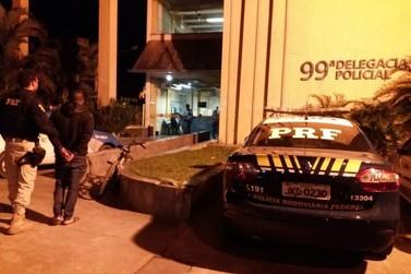 Foragido da Justiça por roubo qualificado é preso na Via Dutra, em Itatiaia