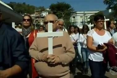 Moradores de Barra do Piraí pedem paz durante passeata no Centro
