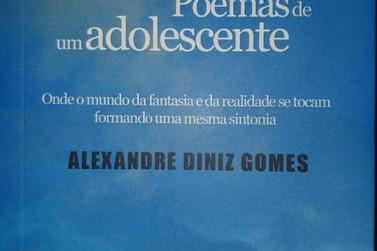 Escritor de Resende, RJ, faz sucesso com livro sobre adolescência