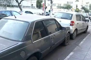 Falta de vagas de estacionamento reduz movimento no comércio de Volta Redonda