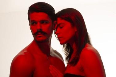 Peça 'Precisamos falar de amor sem dizer eu te amo' é exibida em Três Rios, RJ