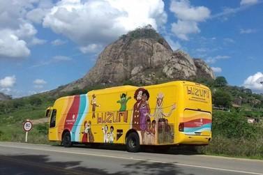 Teatro itinerante 'BuZum!' se apresenta em Resende