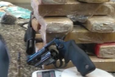 Jovem é preso em casa com 11 kg de maconha e armas em Barra Mansa