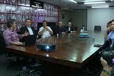 Paes diz que pretende firmar parcerias com os clubes do Rio em projetos sociais