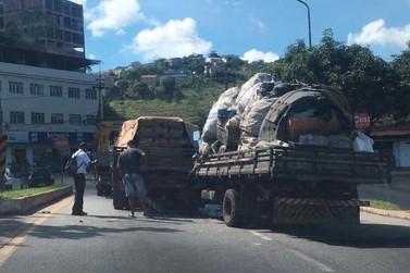 Acidente entre dois caminhões deixa vítima presa às ferragens em Volta Redonda