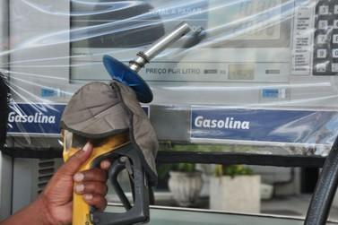Gasolina se mantém acima de R$ 5