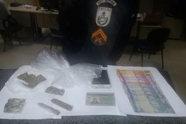 Homem é preso por tráfico de drogas em casa, no Centro de Valença