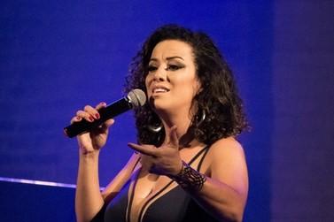 Cantora Juliana Maia se apresenta em Conservatória, com sucessos da MPB