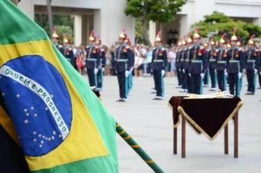 Governo Bolsonaro: conheça a academia que formou o presidente e seis integrantes
