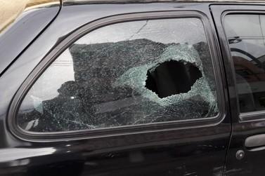 Homem é preso após bater na esposa e quebrar os vidros do carro dela em VR
