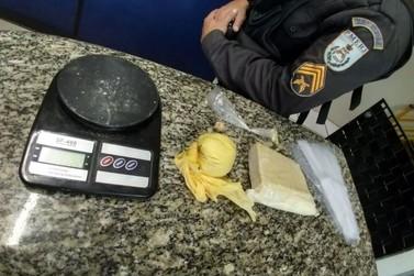 Suspeito de tráfico é preso ao ser flagrado com drogas na mochila em Barra Mansa
