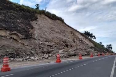 BR-393 segue parcialmente interditado após deslizamento de pedra em Vassouras
