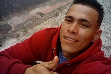 Jovem é morto a tiros em estabelecimento comercial em Angra