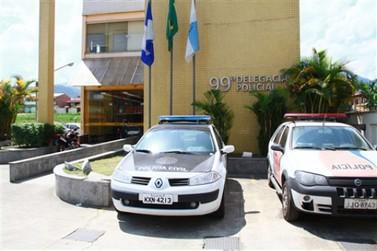 Trio armado assalta ônibus com comerciantes na Via Dutra, em Itatiaia