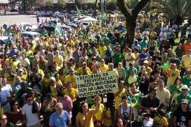 Grupo faz ato em apoio ao governo Bolsonaro em cidades do Sul do Rio