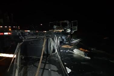 Duas pessoas morrem carbonizadas após acidente em Vassouras