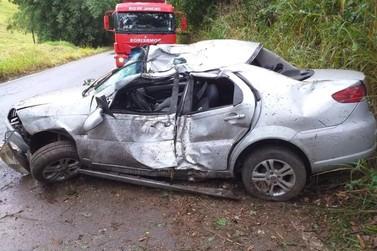 Motorista morre após bater carro contra árvore em estrada de Vassouras