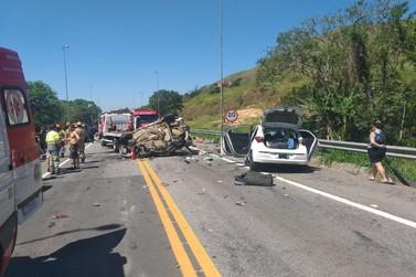 Batida entre dois carros deixa um morto e cinco feridos na BR-393, em Vassouras