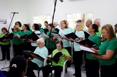 Abertas inscrições para aulas gratuitas de canto e coral para idosos em Resende