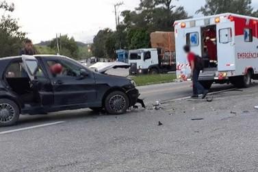 Acidente entre caminhão e carro deixa dois feridos na BR-393, em Barra do Piraí
