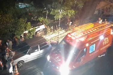 Motorista fica ferida após carro cair em barranco em Barra Mansa