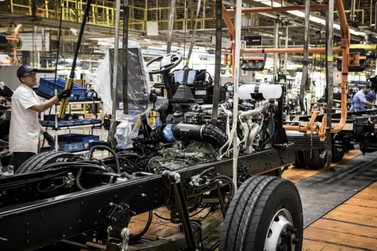 Volkswagen anuncia redução de salários e suspensão de contratos em Resende