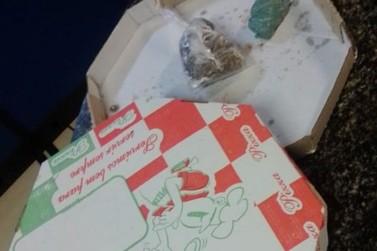 Jovem é preso com drogas escondidas em caixa de pizza no Centro de Vassouras